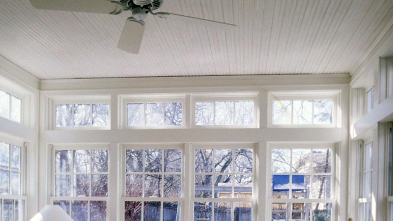 Mondo moderno dei ventilatore a soffitto